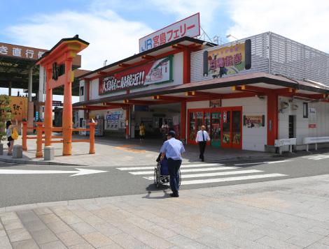 Crosswalk (in front of the Ferry boarding area)